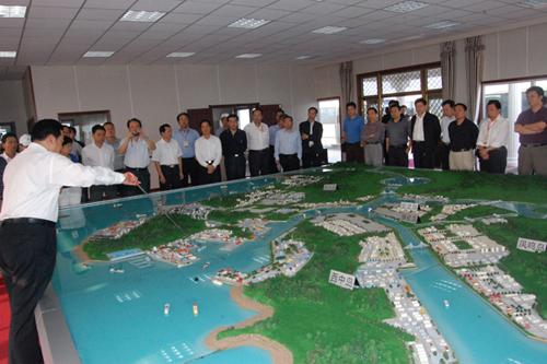 大连长兴岛临港工业区参观考察,探讨国有重点骨干企业如何把握并参与