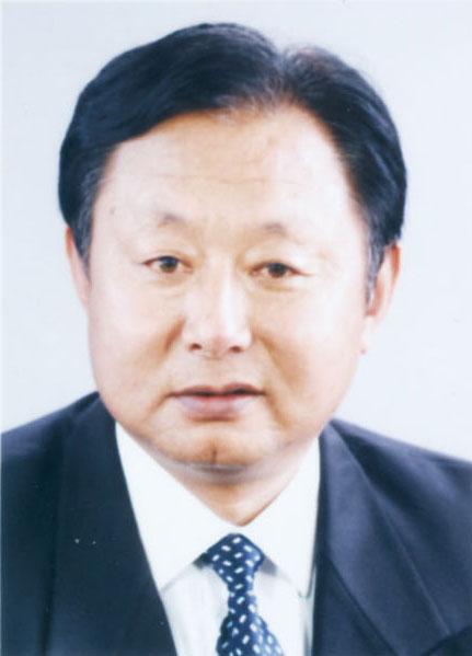 2007年4月,任大连长兴岛临港工业区经济发展局副局长.