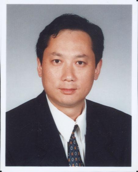 2007年12月,任大连长兴岛临港工业区规划局副局长.